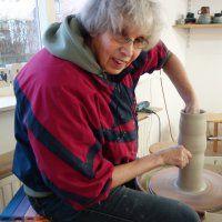 Cursisten exposeren keramiek in Mattenschuur
