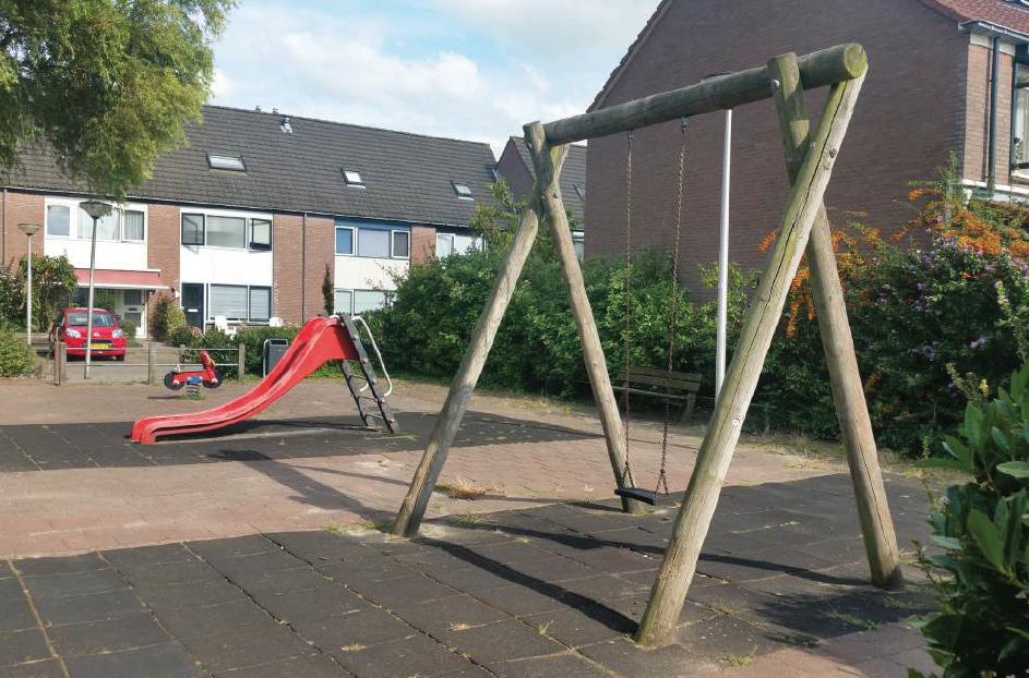 Ook de speelplek aan de Mandenmeesterstraat kan weg. De toestellen zijn aan het eind van hun levensduur, en kinderen maken er heel weinig gebruik van.