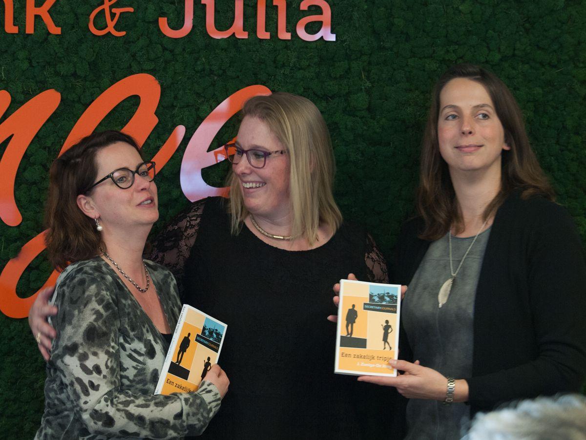 Jennefer Zunige-de Jong droeg haar nieuwe boek op aan haar vriendinnen.