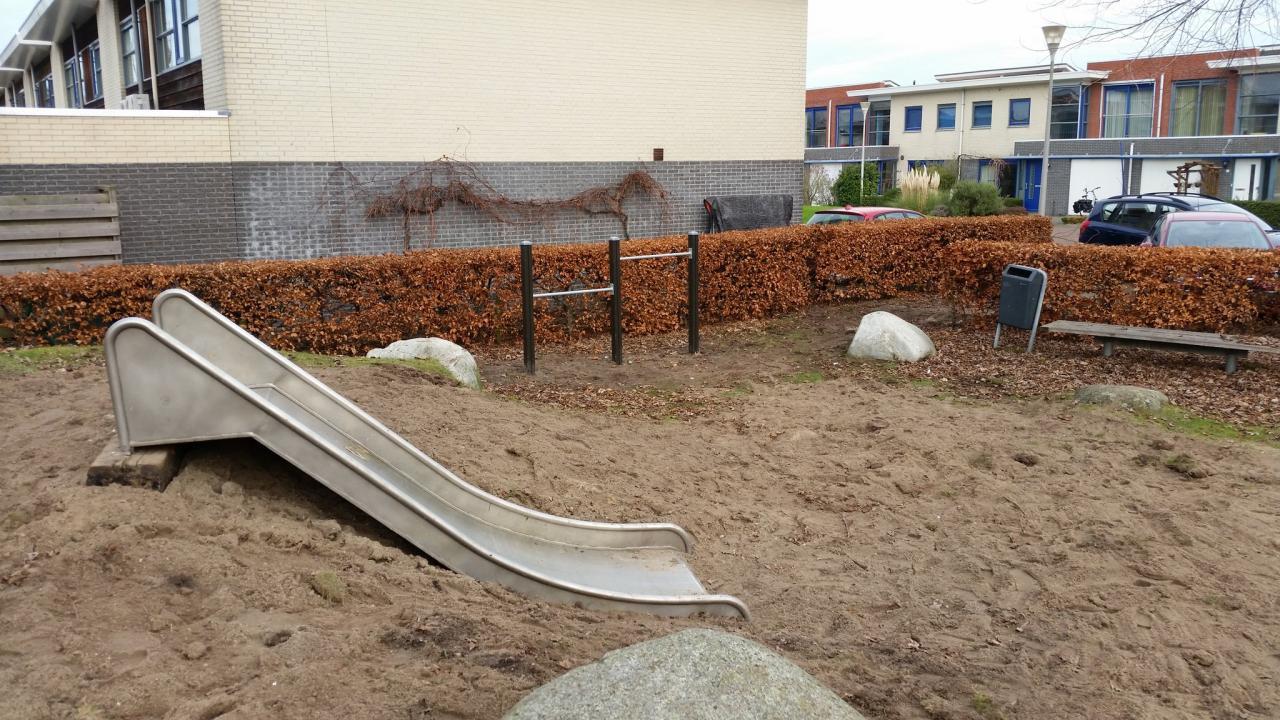 'Nieuwe' glijbaan op speelplekje in Delfgauw