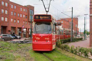 Nu rijdt lijn 15 nog via de keerlus rond de Markt. Die kan straks vervallen.