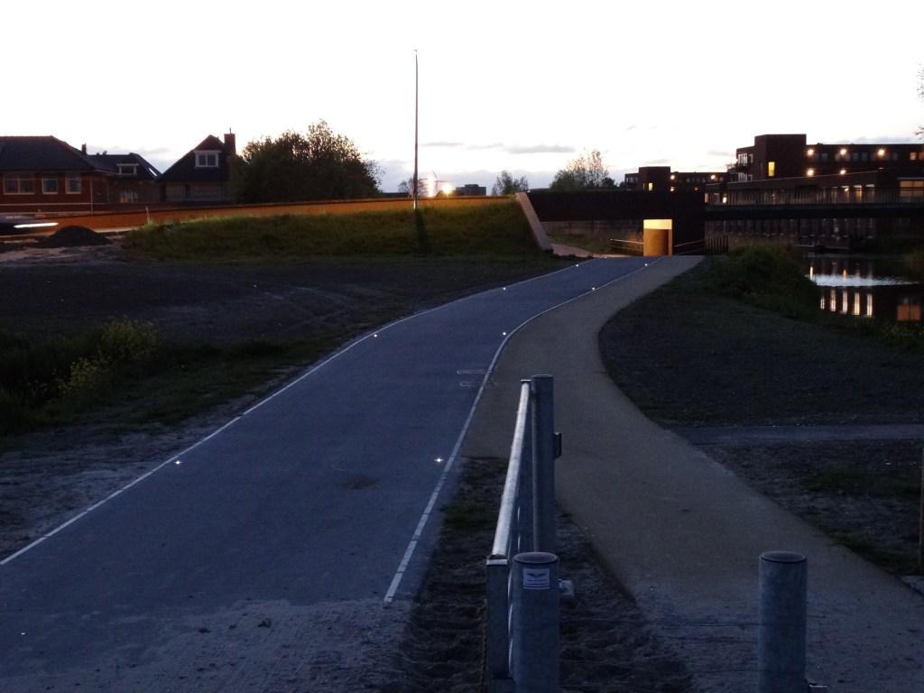 Donker Spoorpad krijgt duurzame wegdekverlichting