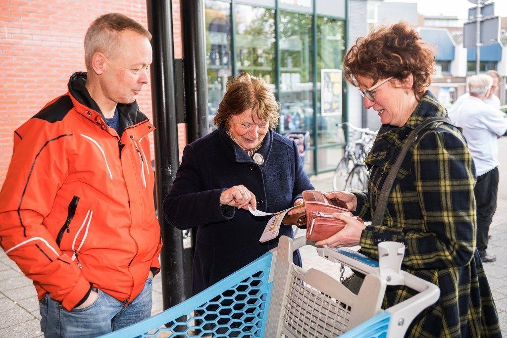 Verkoop loten voor Zonnebloem bij Albert Heijn en Plus