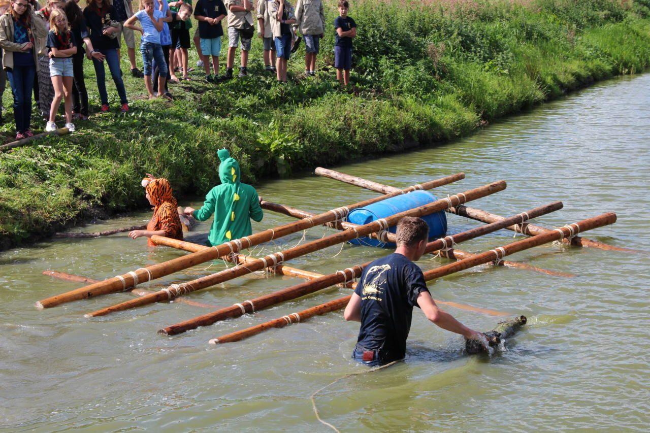 Scouts gaan te water bij groepsweekend
