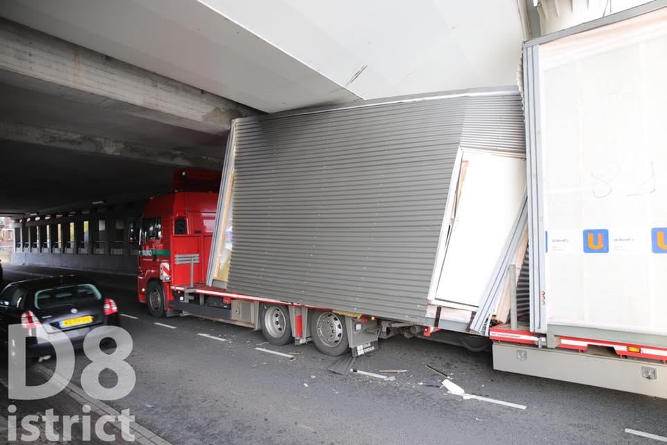 Vrachtwagen klem bij viaduct Delfgauw - Pijnacker-Nootdorp TV